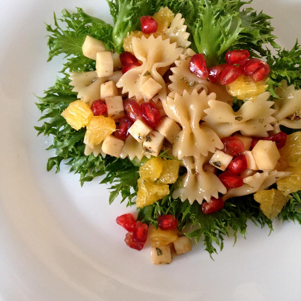 gourmetice, receita, salada, alface frise, farfalle, romã, laranja, muçarela de búfala