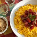 Canjica com Linguicinha e Cebola na Cachaça