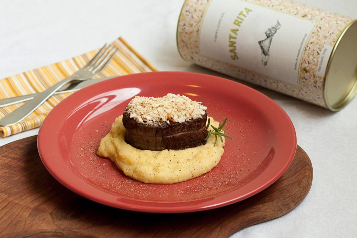 receita, gourmetice, medalhão, filé, filé mignon, farofa, alho, crosta, farofa santa rita, polenta