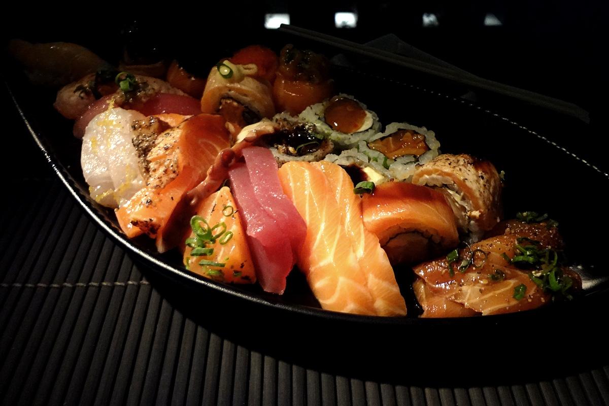 review, gourmetice, takêdo, porto alegre, poa, restaurante, culinária japonesa, japonês, sushi, barco, sashimi, atum, salmão, peixe branco, tarê, cebolinha