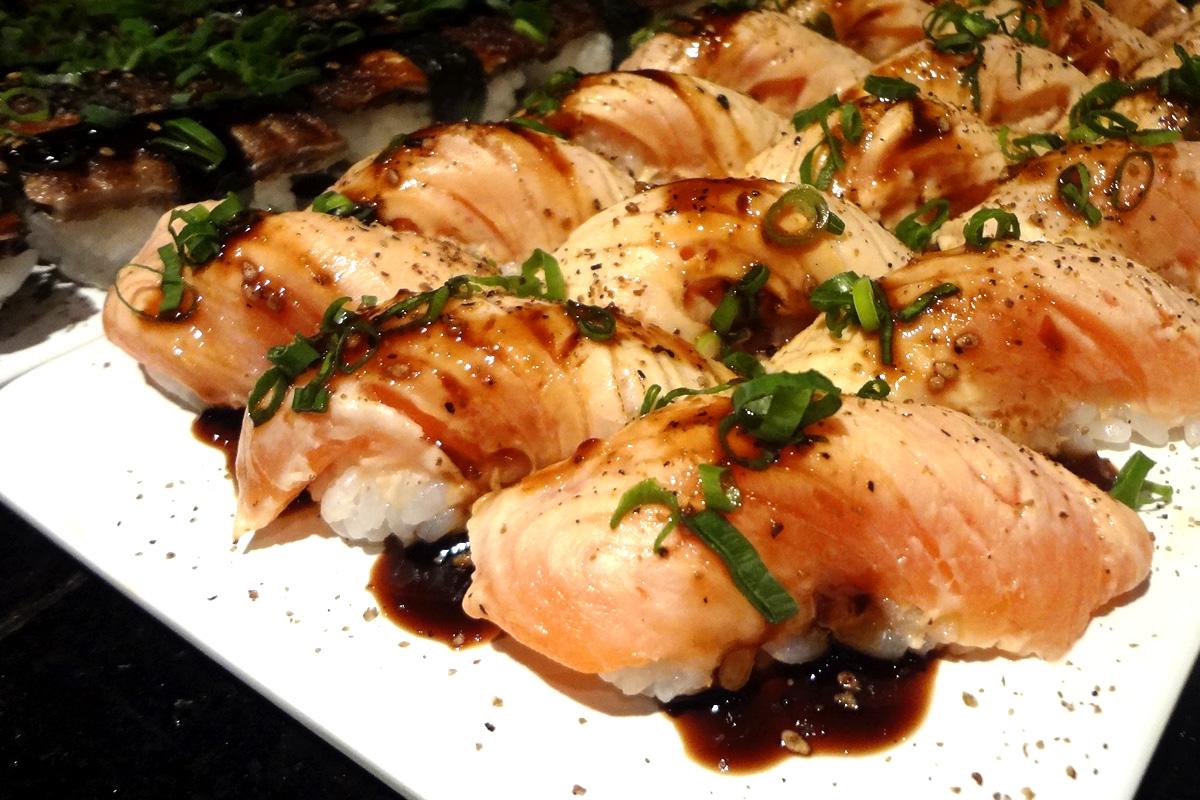 review, gourmetice, takêdo, porto alegre, poa, restaurante, culinária japonesa, japonês, sushi, niguiri, salmão, cebolinha, molho, tarê, skin