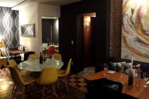 review, gourmetice, 103 retro lounge, restaurante, cozinha contemporânea, porto alegre, poa, área interna, mesas