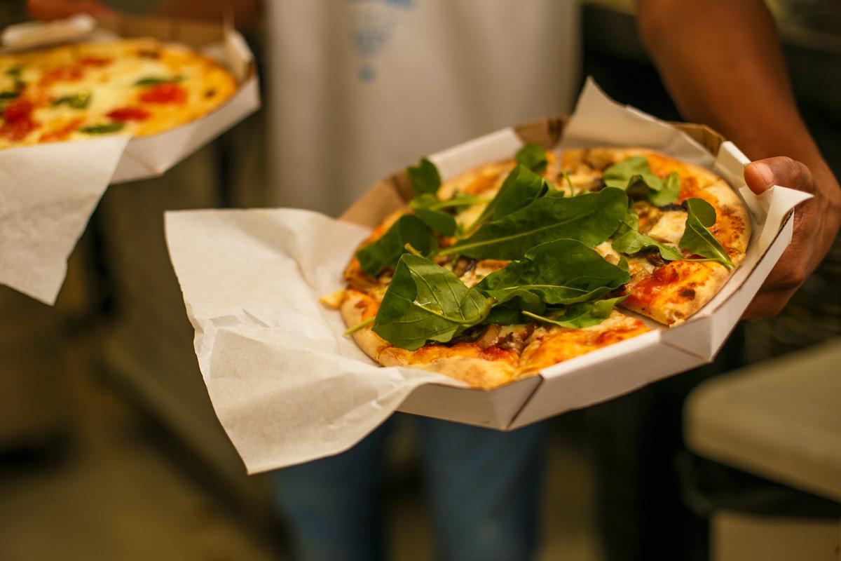 notícia, gourmetice, a pizza na mão, pizza, pizzaria, porto alegre, poa, zambon, grupo season, moinhos de vento, xarão