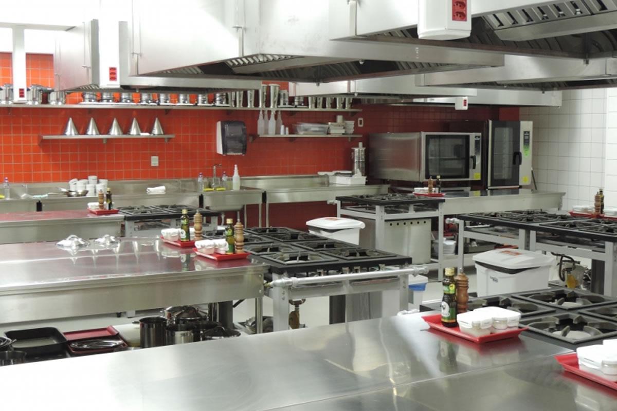 #A63E25 Inaugurado no início de 2016 o curso de Gastronomia da UniRitter já  1200x800 px Projeto Cozinha Confeitaria #2489 imagens