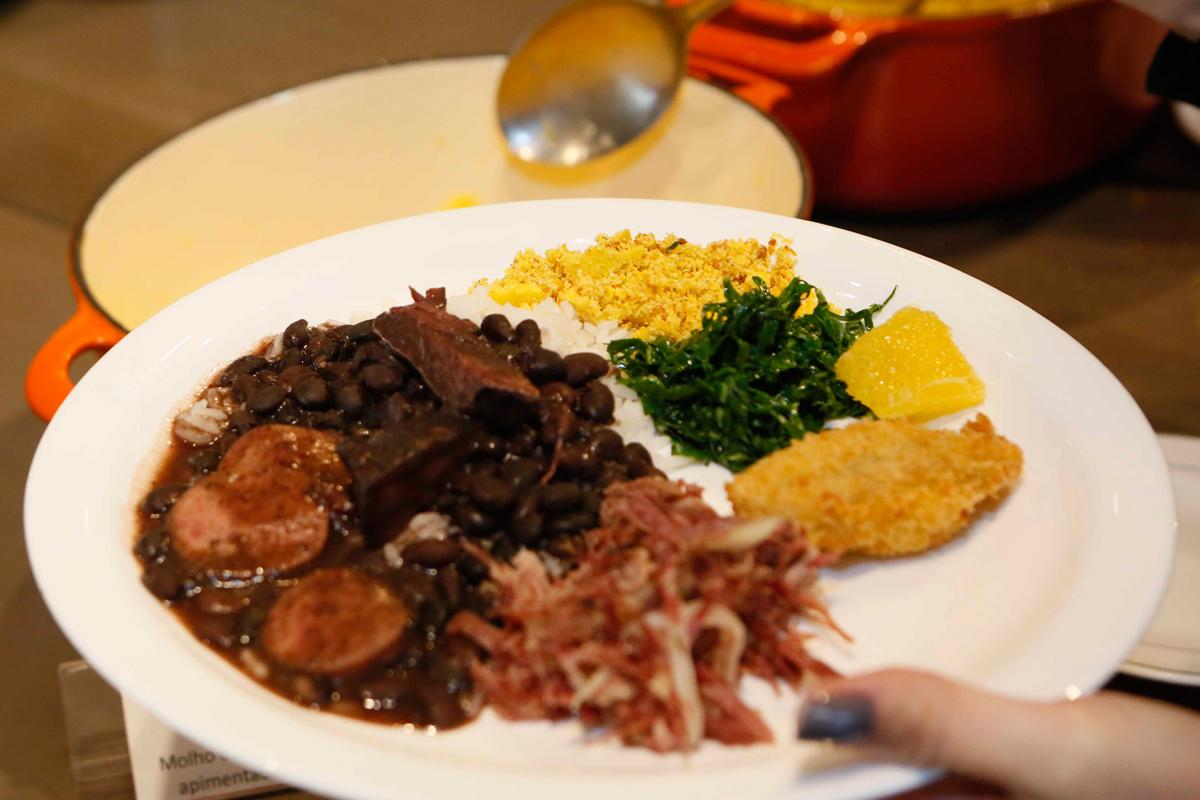 notícia, gourmetice, ppkb kitchen & bar, kitchen, bar, restaurante, porto alegre, feijoada, couve, torresmo, farofa