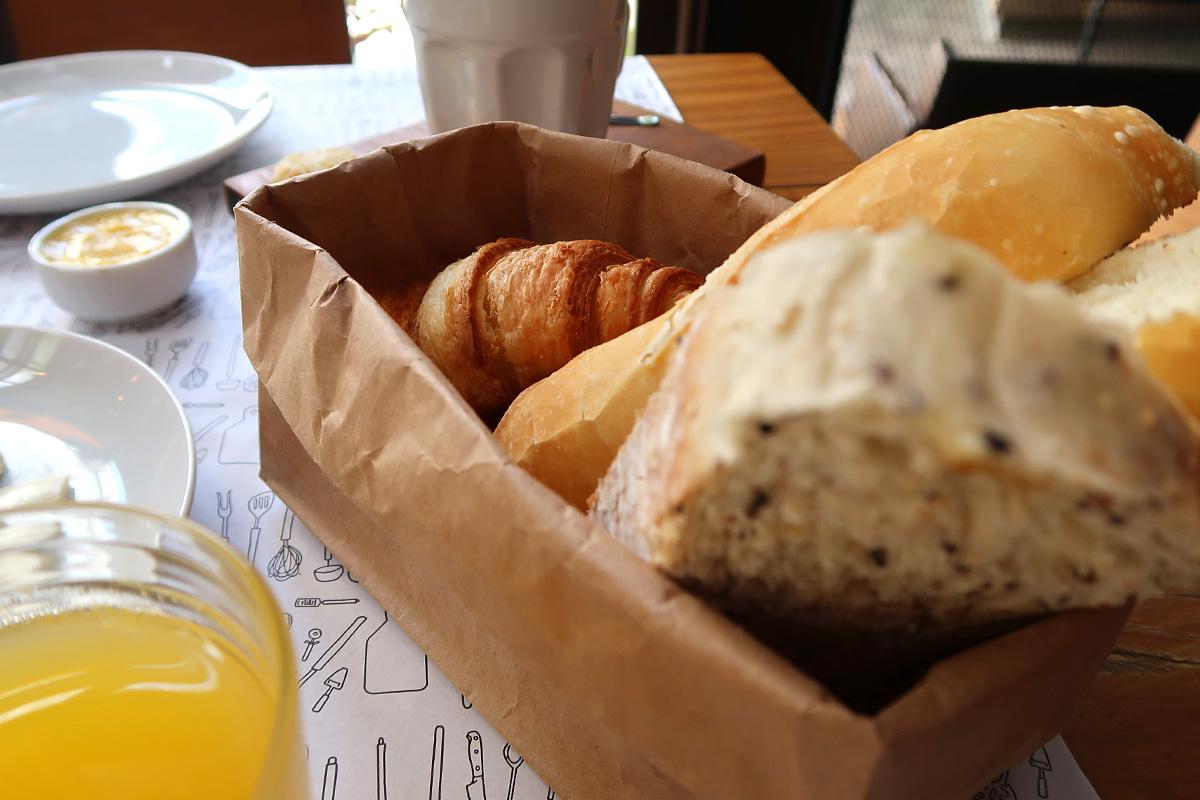 review, gourmetice, café da manhã, brunch, officina, market, chef, marcos livi, brooklin, são paulo, sp, ovos, copa, suco, laranja, pão, pães, croissant, churros, cenoura, ganache, chocolate, café, frutas vermelhas