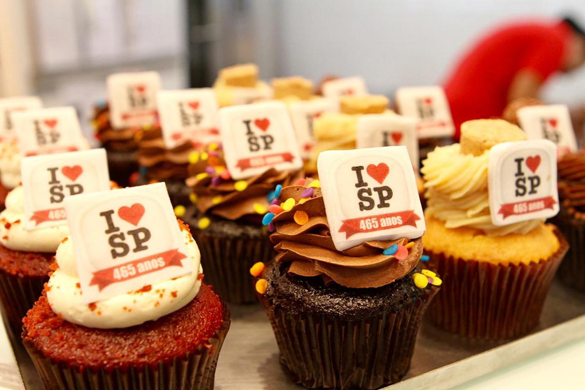 notícia, gourmetice, aniversário, 465 anos, são paulo, sp, carlo's bakery, buddy valastro, cupcake
